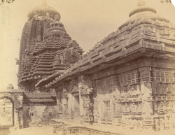 View looking along the south façade of the refectory towards the sanctuary of the Rajalinga Temple, Bhubaneshwar